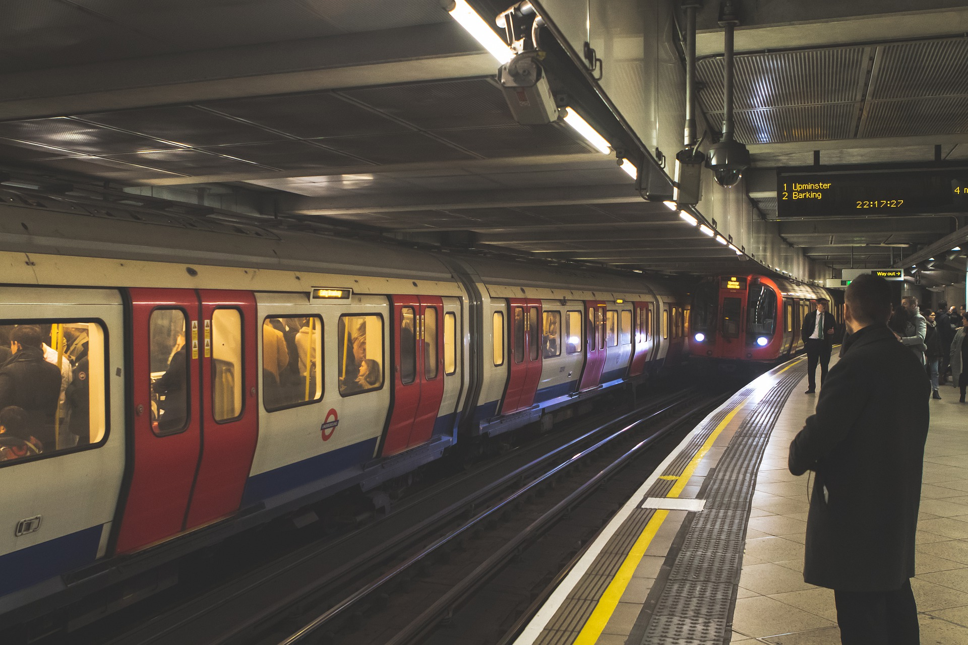 tower-hill-street-tube-4809389_1920
